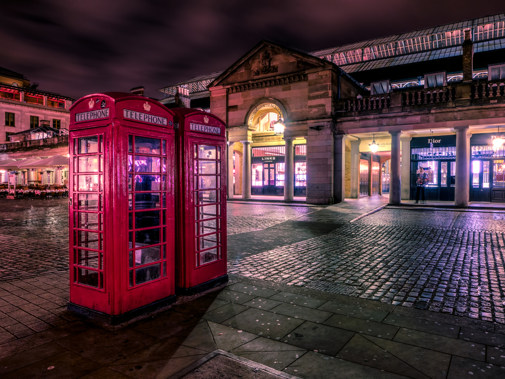 Evening in Covent Garden with those awesome English phone booths!