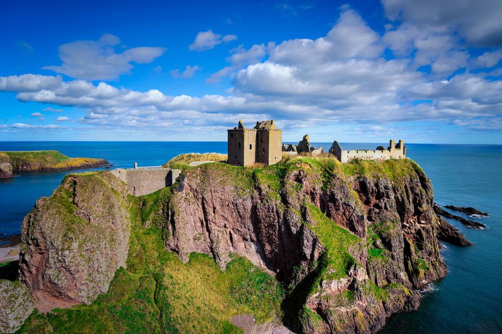 3 exposure HDR, f/9, tripod, ISO 100, 48mm  --  DUNNOTTAR CASTLE, STONEHAVEN, SCOTLAND