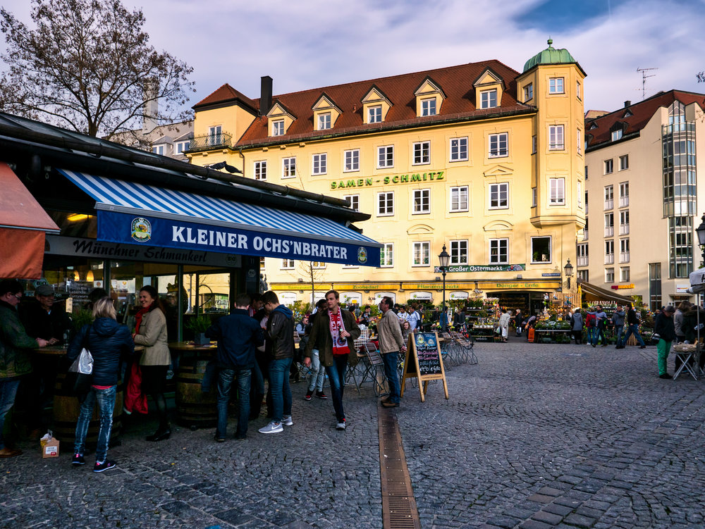Munich-Viktualienmarkt-scene-1.jpg
