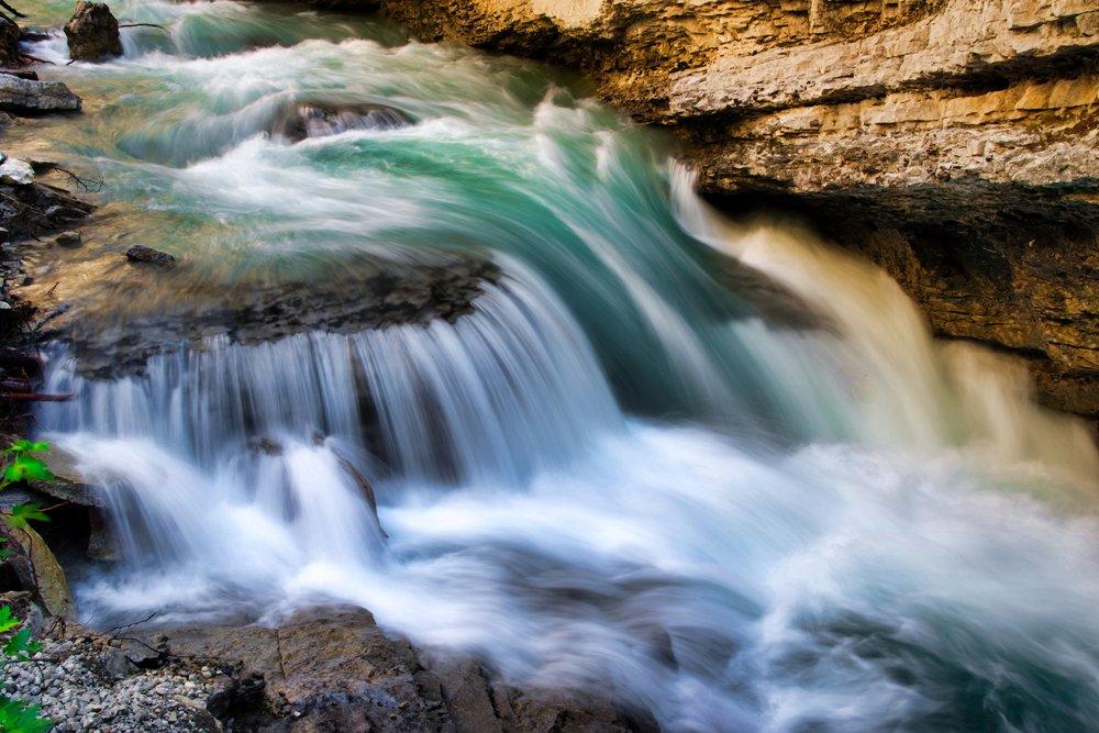 Canada-Banff-Johnston-Canyon-waterfall2.jpeg