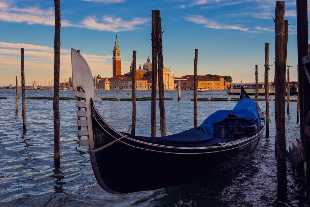 Italy-Venice-gondola-ready-waiting.jpg