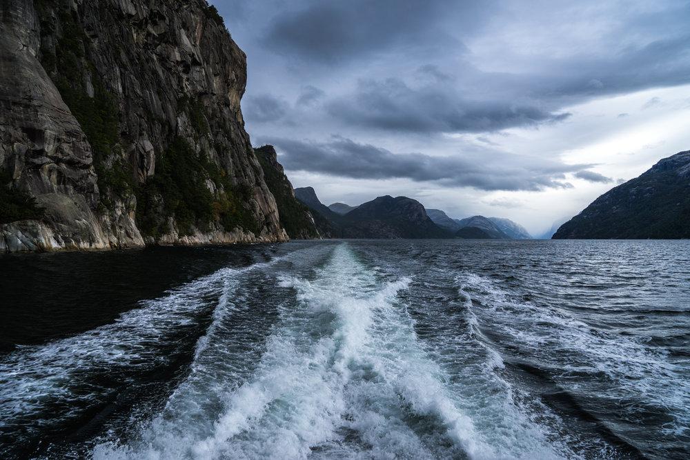 Norway-Lysefjord-cruise-boat-wake1.jpg
