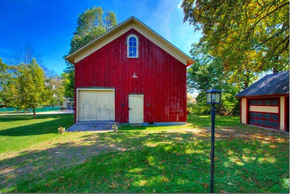 Gorgeous rustic barn.