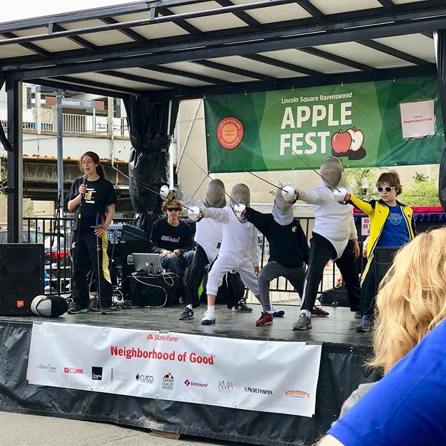 Today at #Applefest! We show the neighborhood #fencing! Come say hello and se us at the 1:30 demonstration time! #usfencing #saber #lincolnsquarechicago