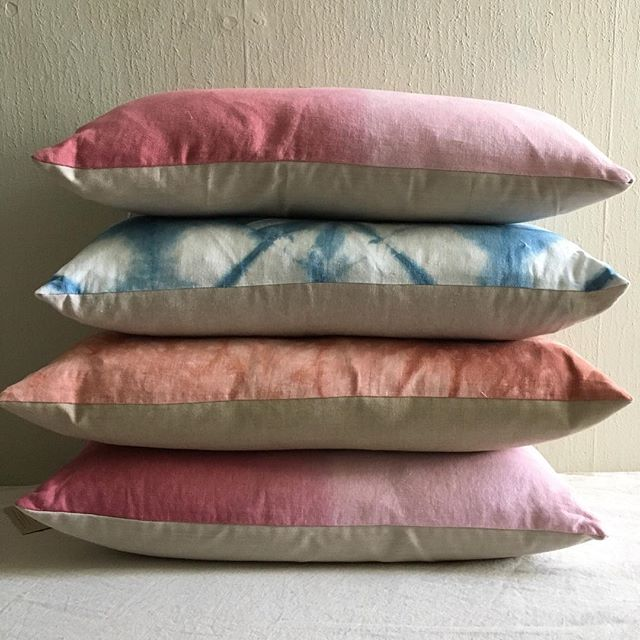 Only a few of these babies left! Will have a new collection of pillows out this spring so this is it 🥳 Shop link in profile! . . . #interiordesign #textiledesign #homedecor #housebeautiful #ombre #dipdye #handmade #madeinphilly