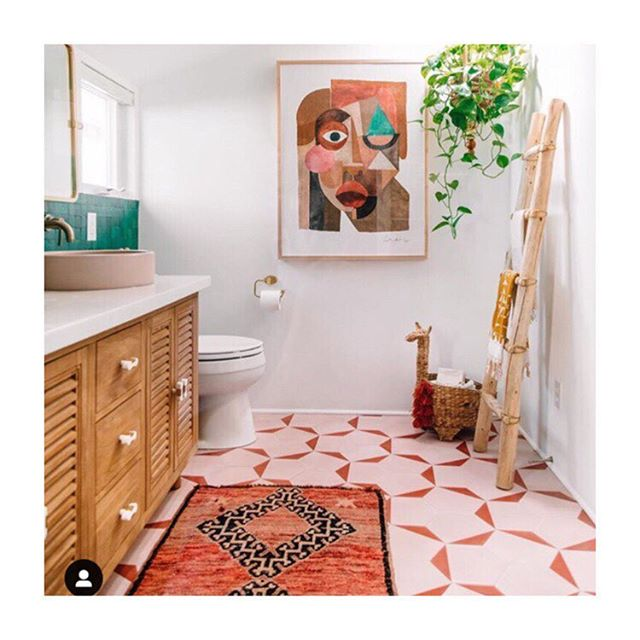 Guys I can't with this bathroom! It's soooo pretty! Via @justinablakeney . . . #housebeautiful #homedecor #homedesign #interiordesign #bath #bathroomdesign