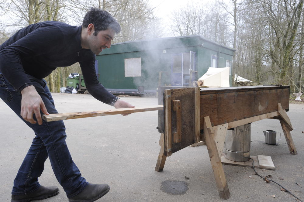 Hooke_Park_Timber_Seasoning_Shelter_Group_Omri_bending_wood_VB_2013_03_12_0034.JPG