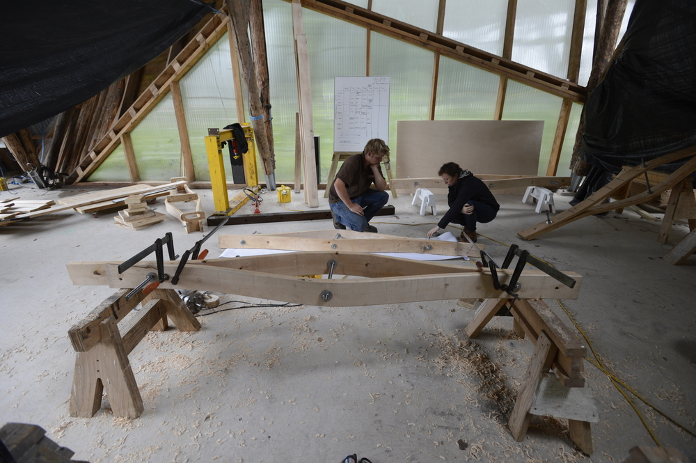 Hooke_Park_Design_&_Make_Timber_Seasoning_Shelter_bending_wood_on_the_jig_VB_2013_07_29_0012.JPG