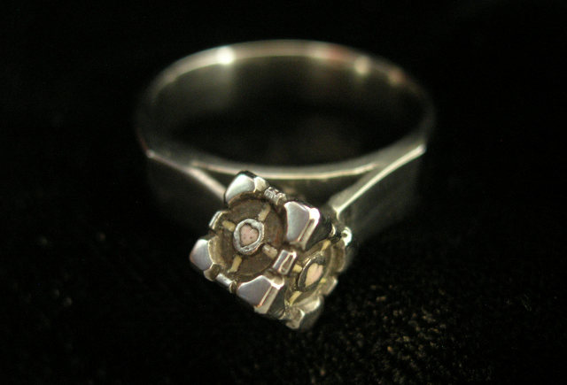 Companion Cube ring cast metal 2.jpg