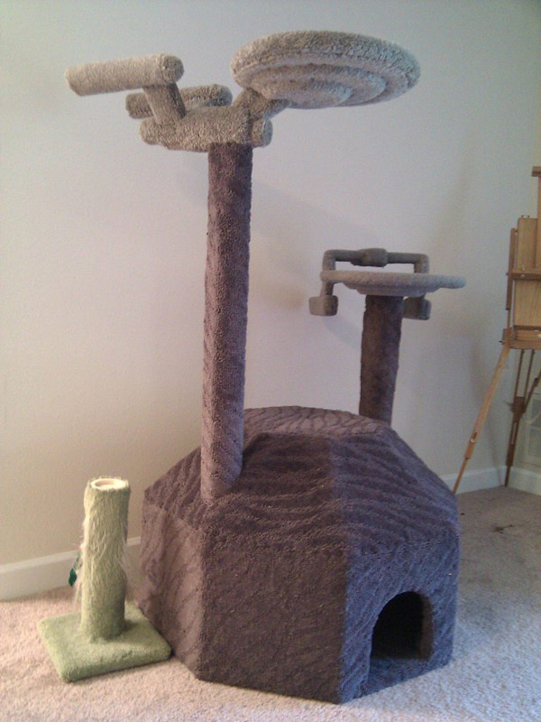 Star-Trek-cat-tree.jpg