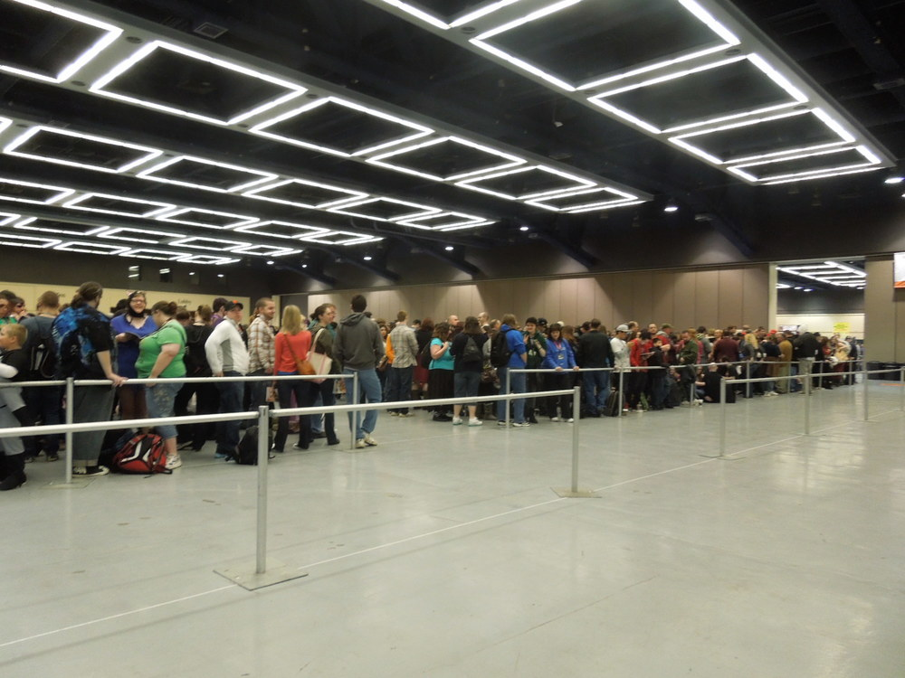 DSCN2629 - Long line into Merch.JPG