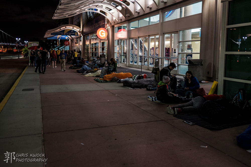 SDCC attendees lined up along the front of the convention