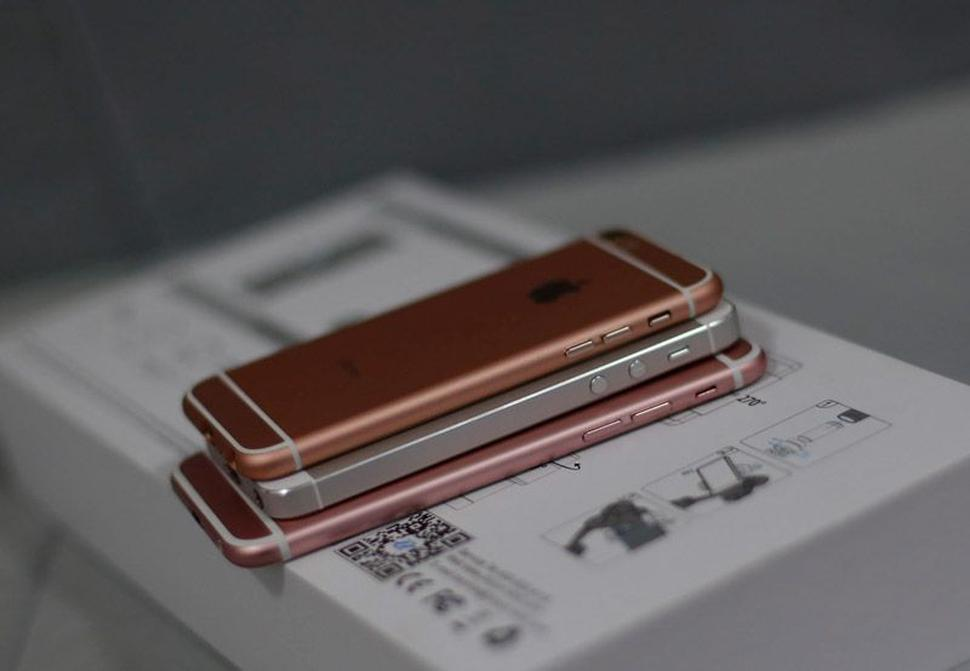 the smaller iPhone piled on top of an iPhone 5 and 6 photo credit: Beeep