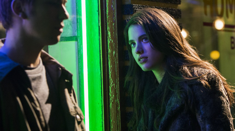 Mia Sutton (Margaret Qualley) with Light