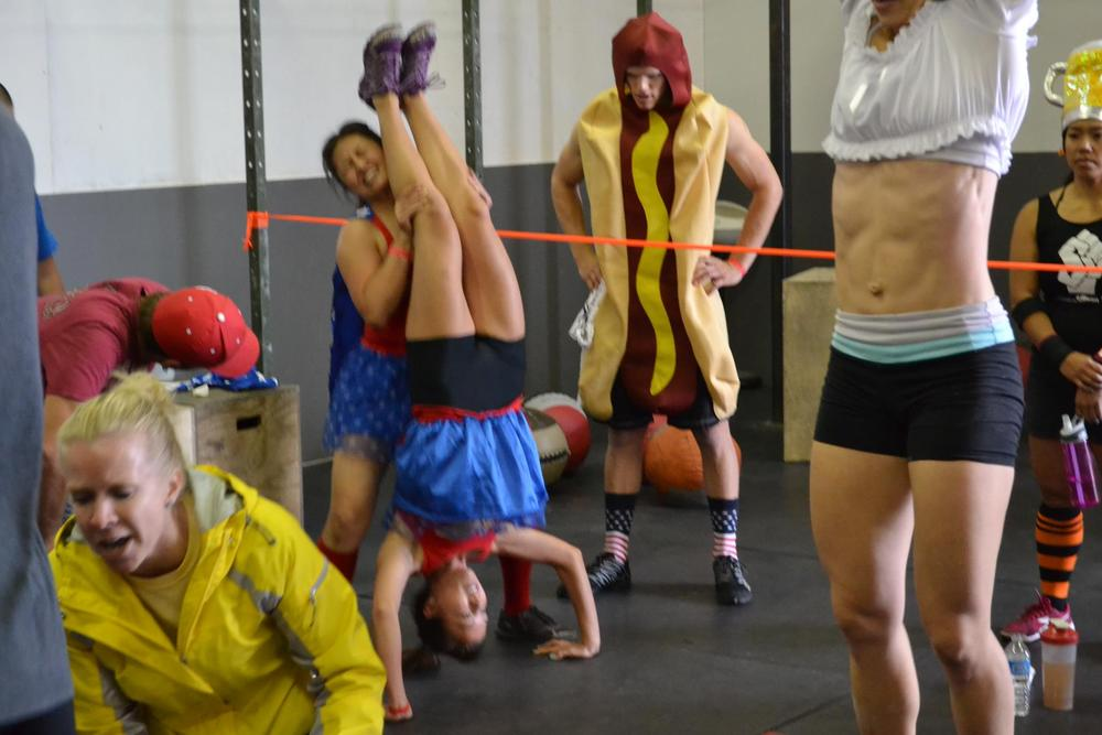 Handstand pushups, a hotdog and abs!