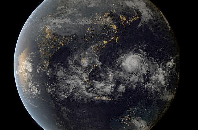 typhoon-haiyan-131108.jpg