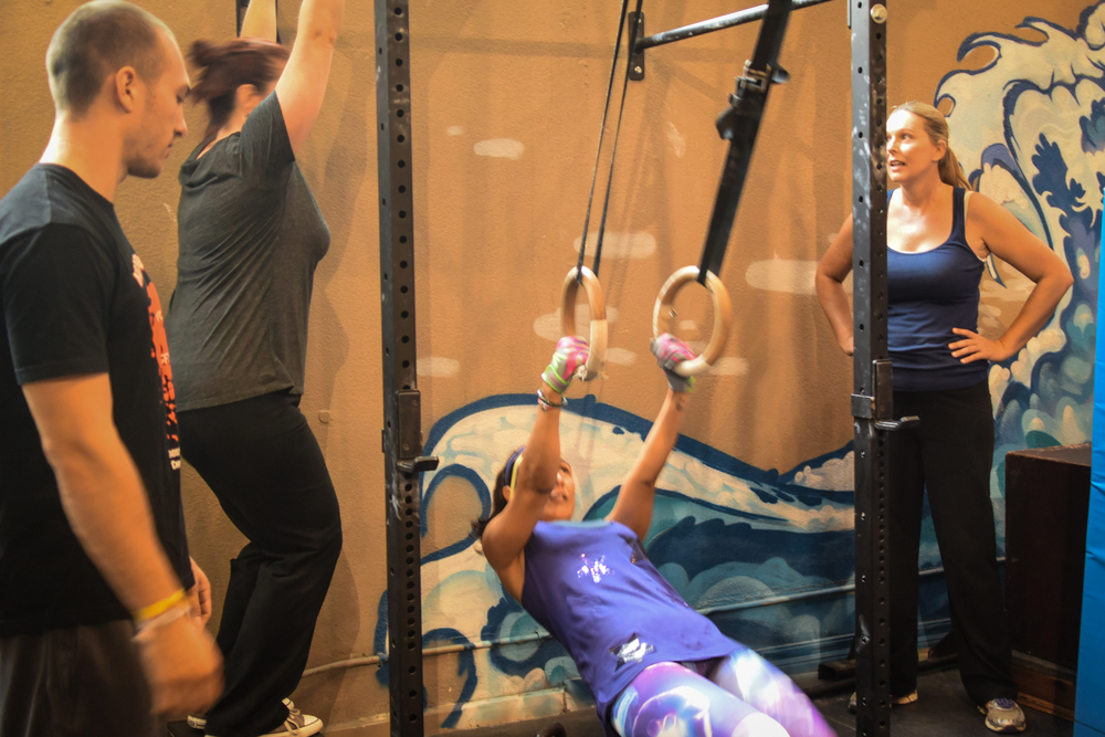 Under the watchful coaching of Andre- new members Dani, Jovana and Anna scale muscle ups.