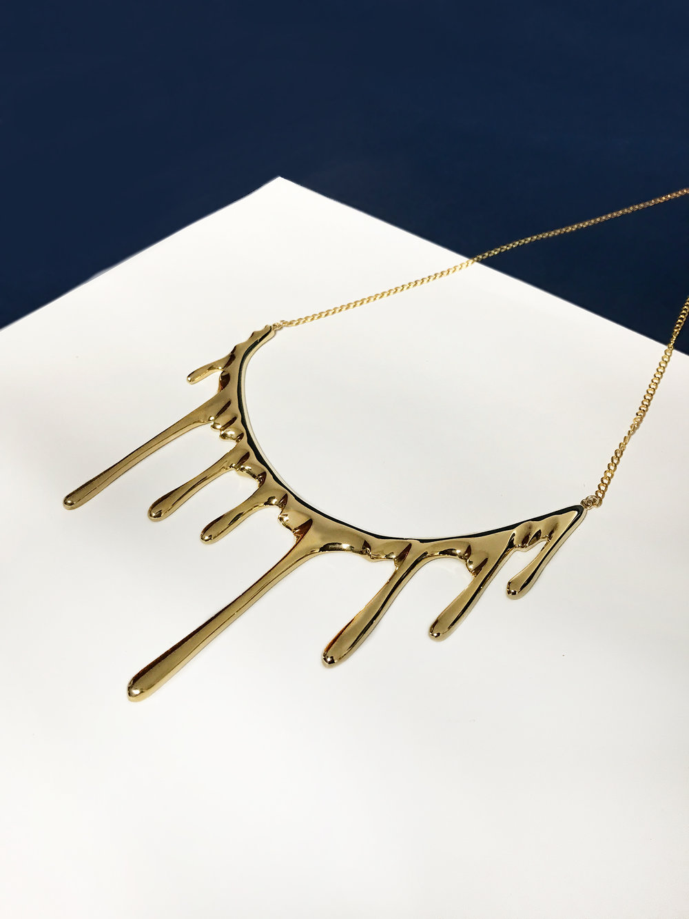 Bloody necklace dorado1 1500.jpg