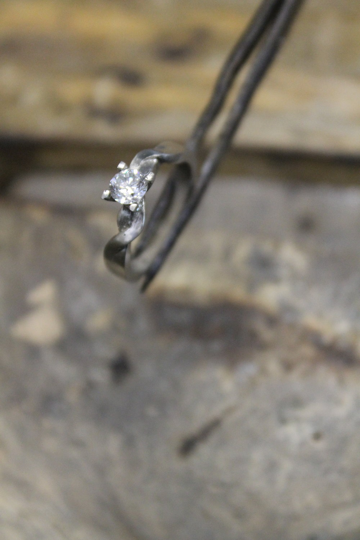 Engagement ring making of. Manufactura de un anillo de compromiso.