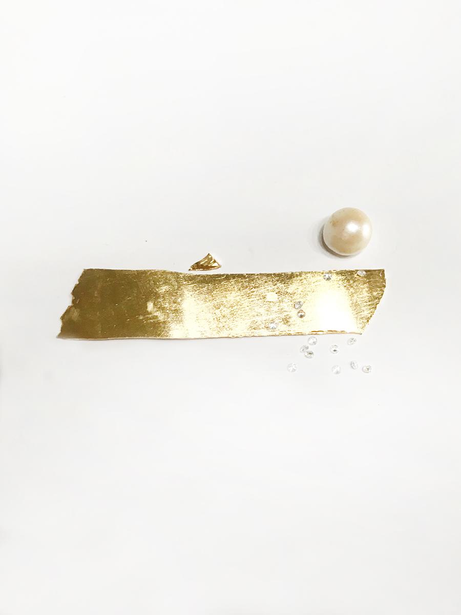 Pearl, gold and diamonds for the creation of a ring. Perla, oro y diamantes destinados a la creación de un anillo.