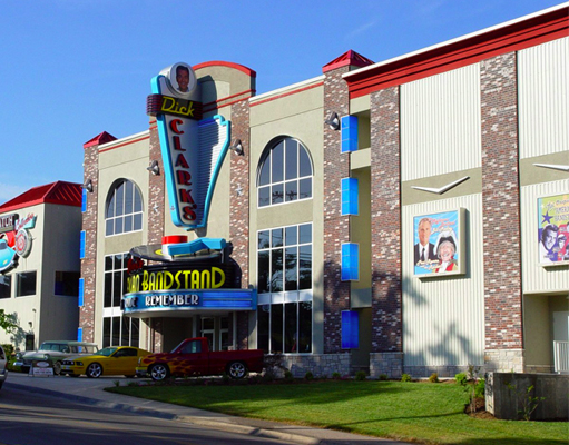 Music shows and attractions on 76 Boulevard!