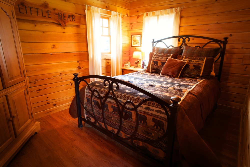 Branson_Bear_Log_Cabin_Little_Bear_bedroom.jpg