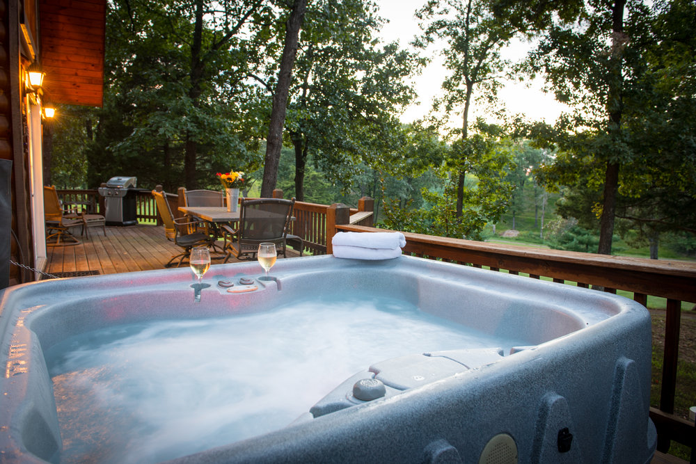 di cabins bath tubs sleeps missouri in bed hot with vrbo tub private