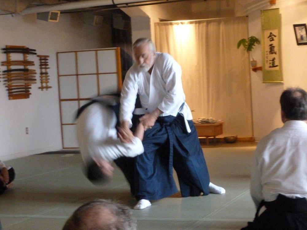 Sensei von Krenner demonstrate juji-nage.