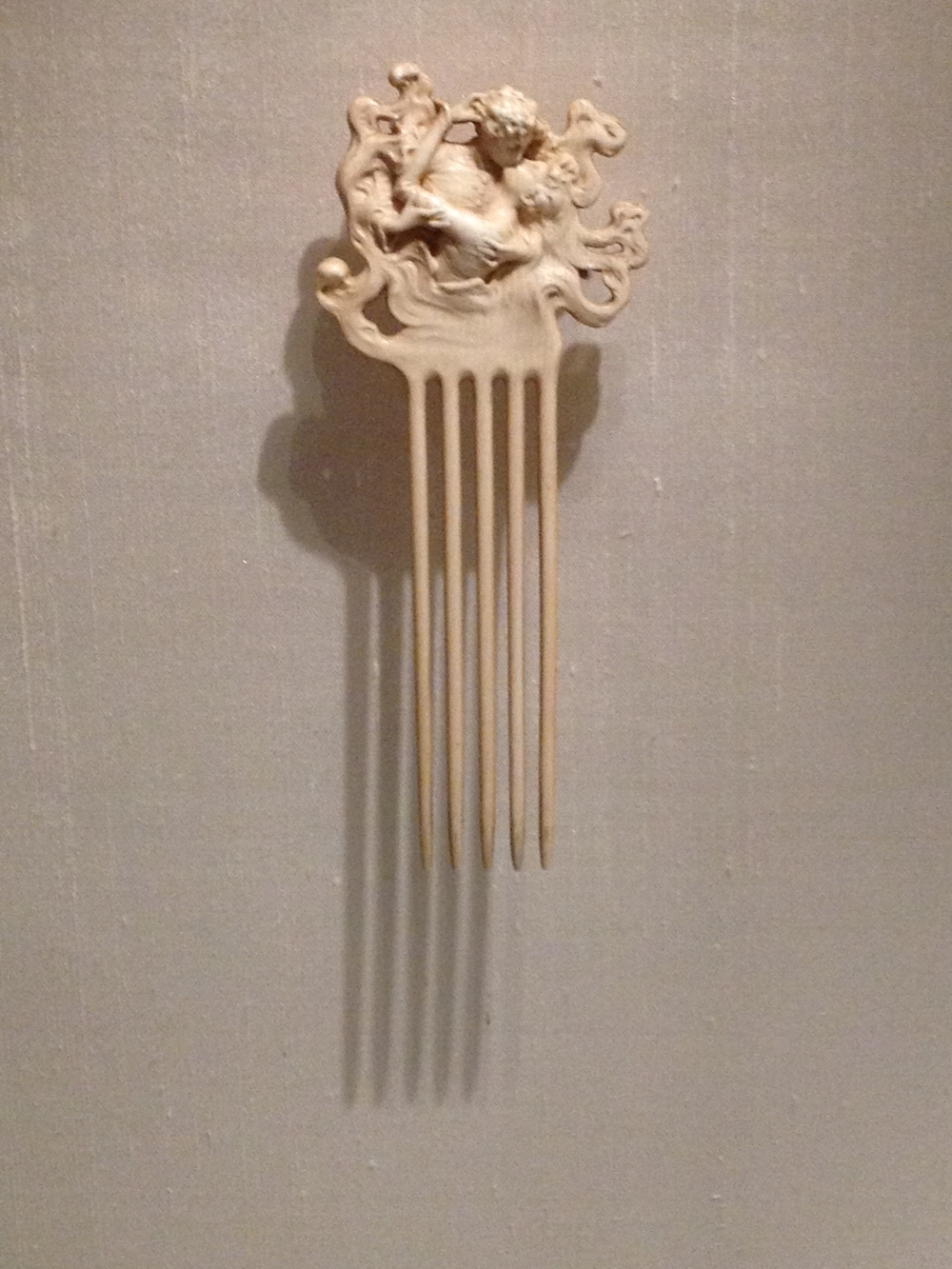 "Rene Lalique ""Two Lovers Kiss"" hair comb c 1902 Ivory"