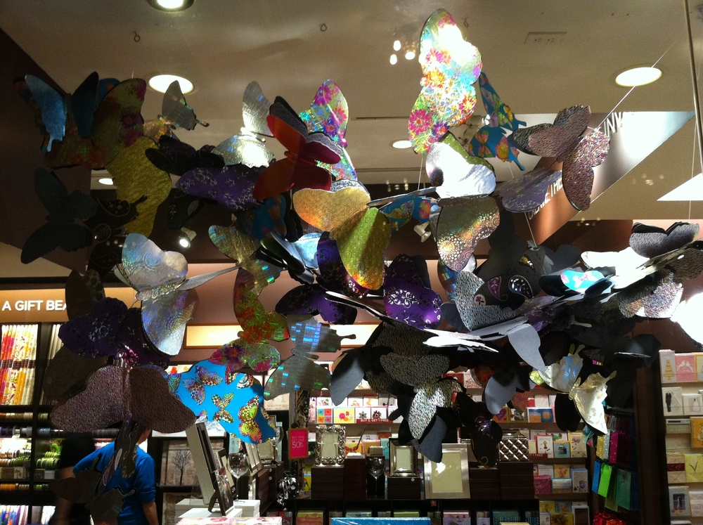 PAPYRUS STORE BUTTERFLY DISPLAY GRAND CENTRAL STATION NEW YORK CITY 1