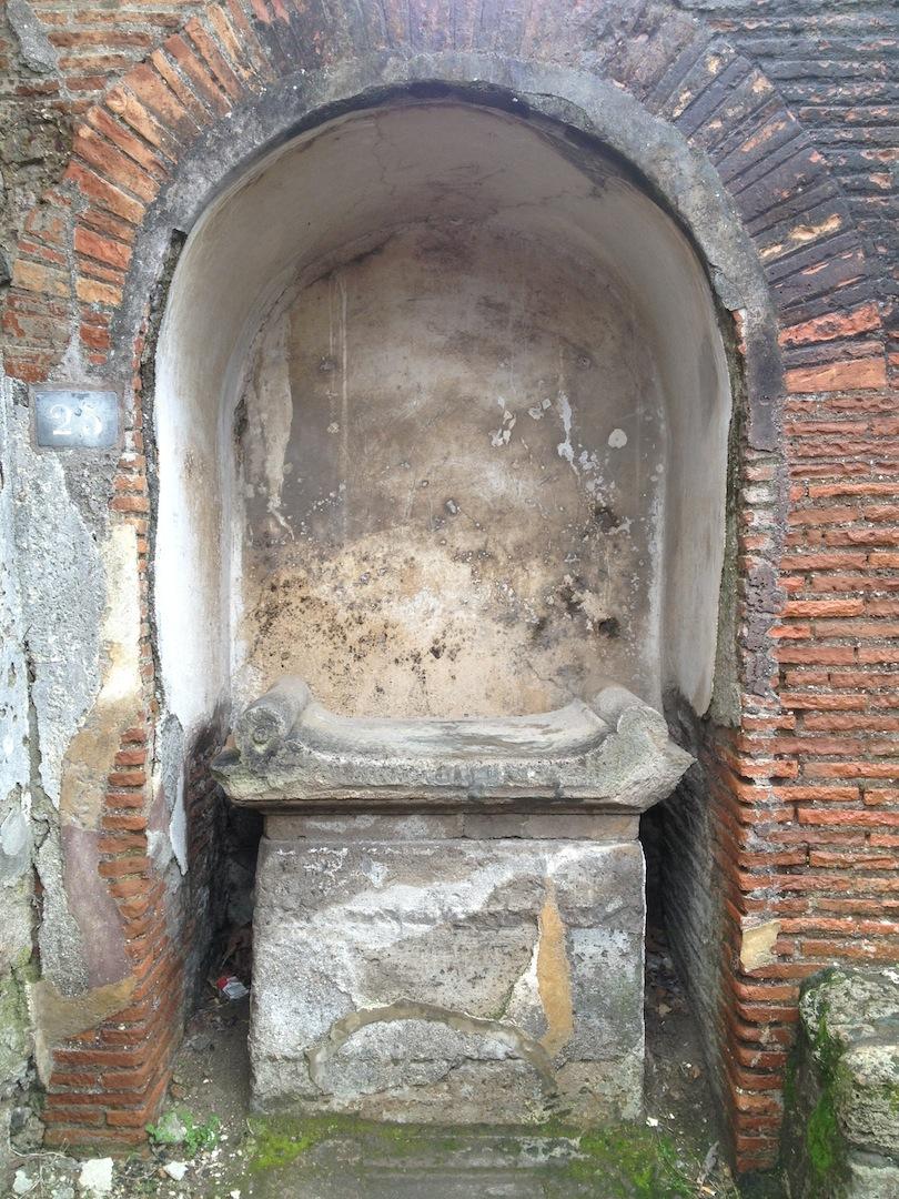 Pompeii-Iconography-jessewaugh.com-5-Roman-Altar.jpg
