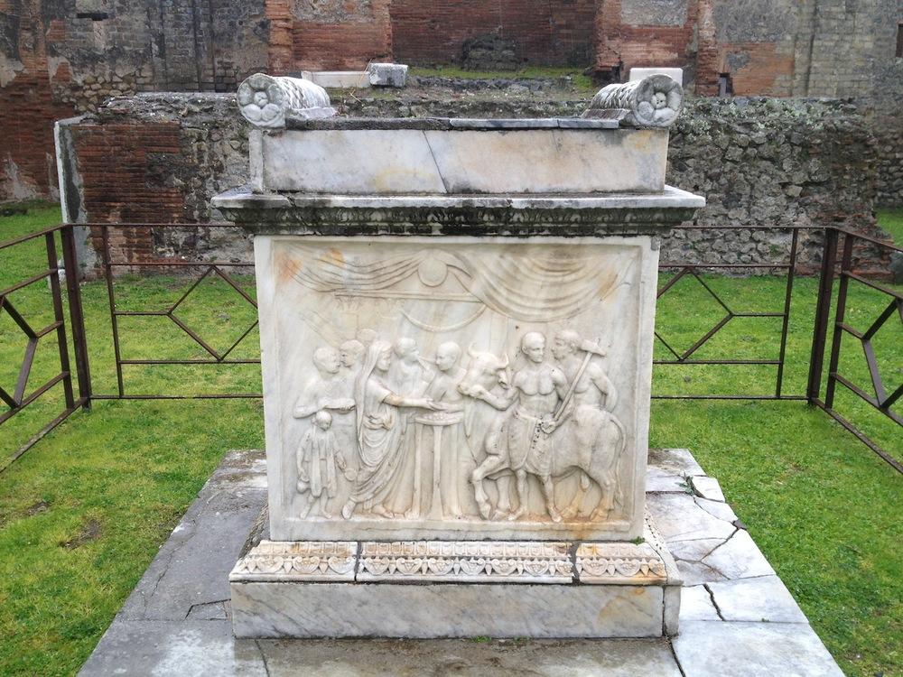Pompeii-Iconography-jessewaugh.com-69-Altar.jpg