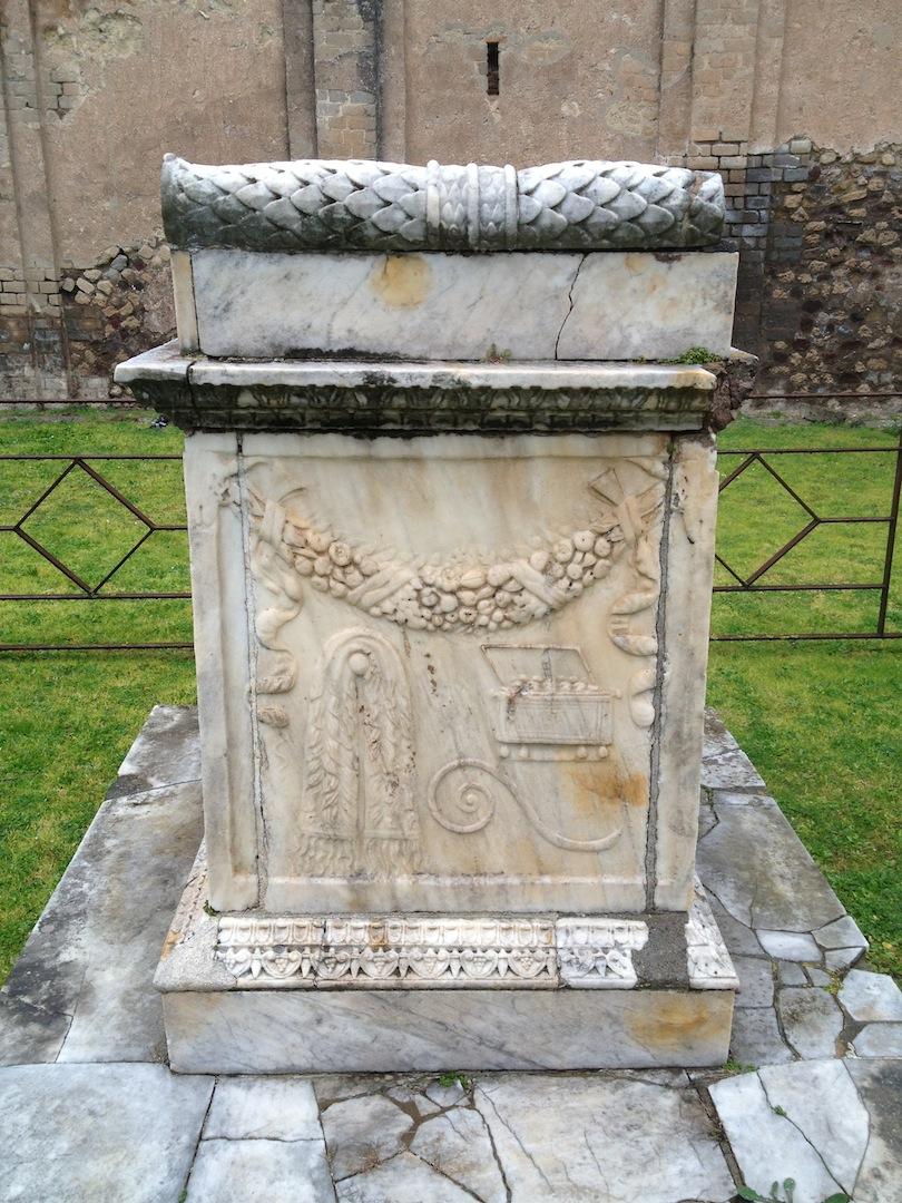 Pompeii-Iconography-jessewaugh.com-71-Altar.jpg