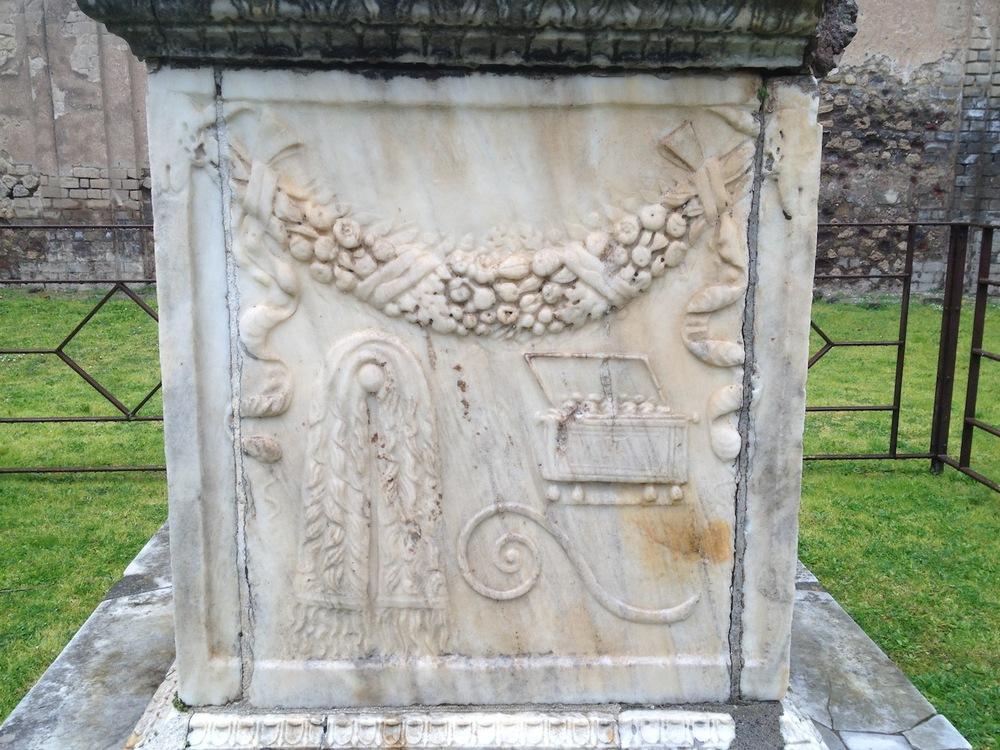 Pompeii-Iconography-jessewaugh.com-72-Altar.jpg