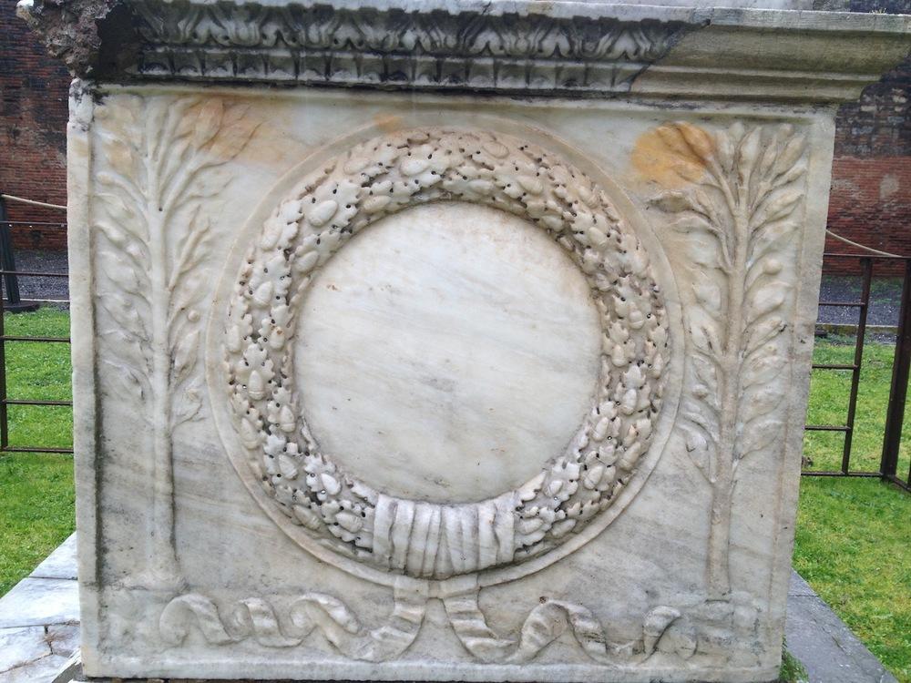 Pompeii-Iconography-jessewaugh.com-74-Altar.jpg