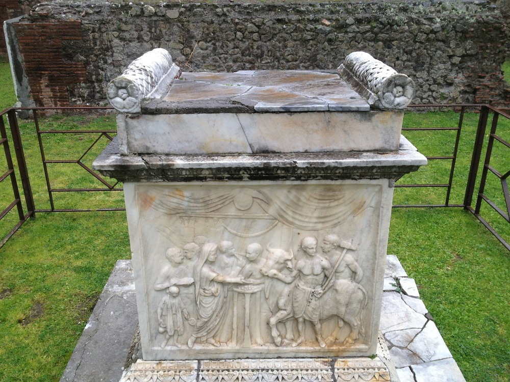 Pompeii-Iconography-jessewaugh.com-77-Altar.jpg