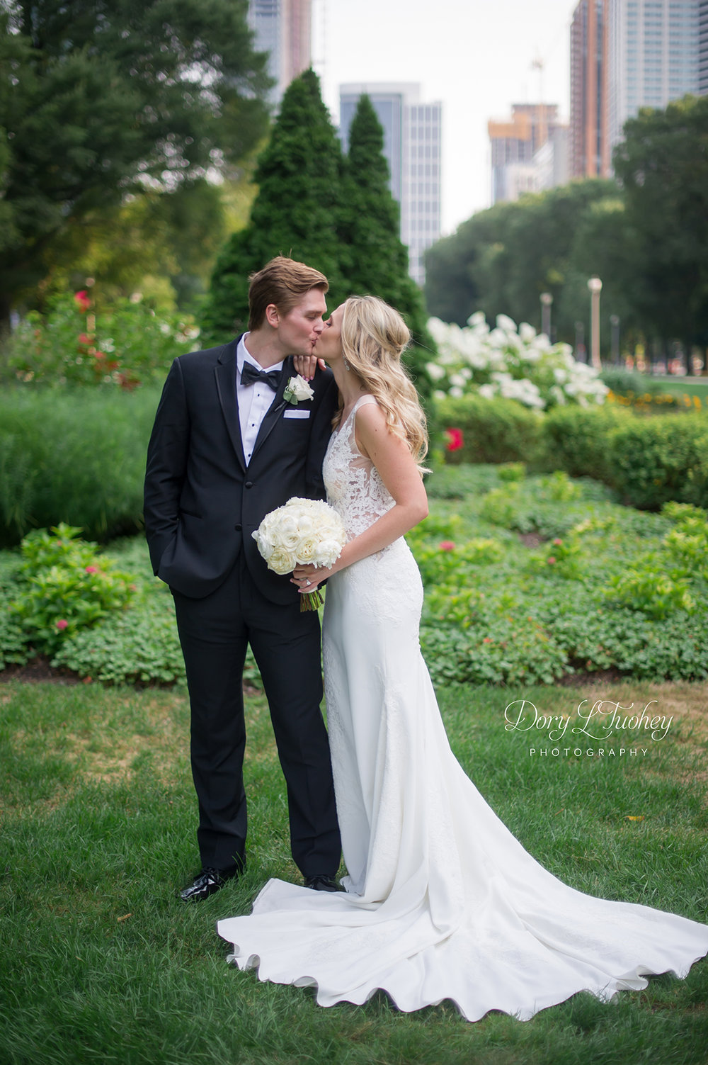 Chicago_michigan_ave_wedding_dory_bride_love_north_shore_city_cultural_center_15.jpg