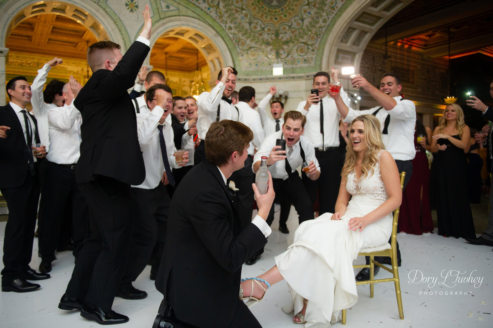 Chicago_michigan_ave_wedding_dory_bride_love_north_shore_city_cultural_center_24.jpg
