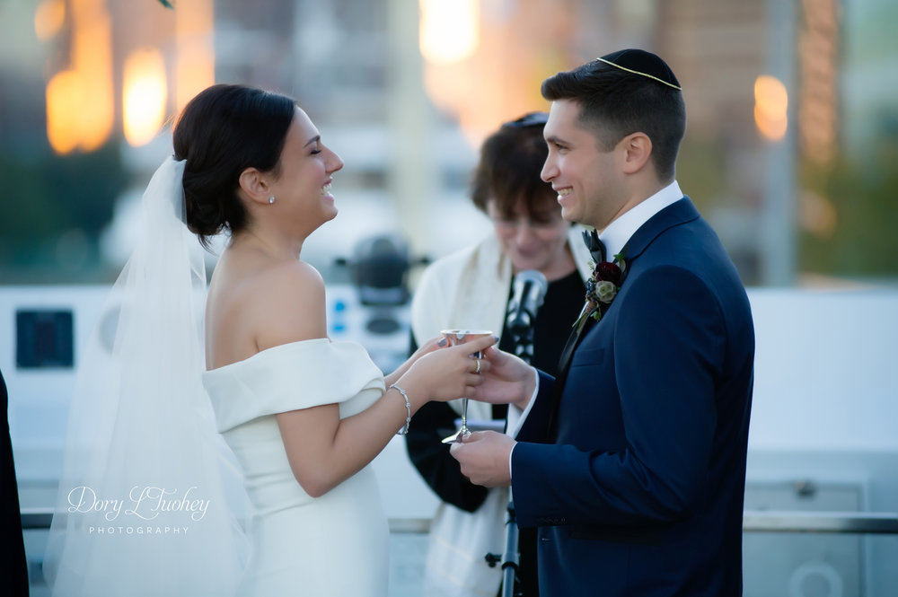 Dory_chicago_wedding_navy_pier_boat_cruise_skyline_sunset_jewish_bride_groom_20.jpg