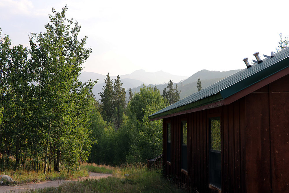 Blue Spruce cabin with view of the Mummy Range