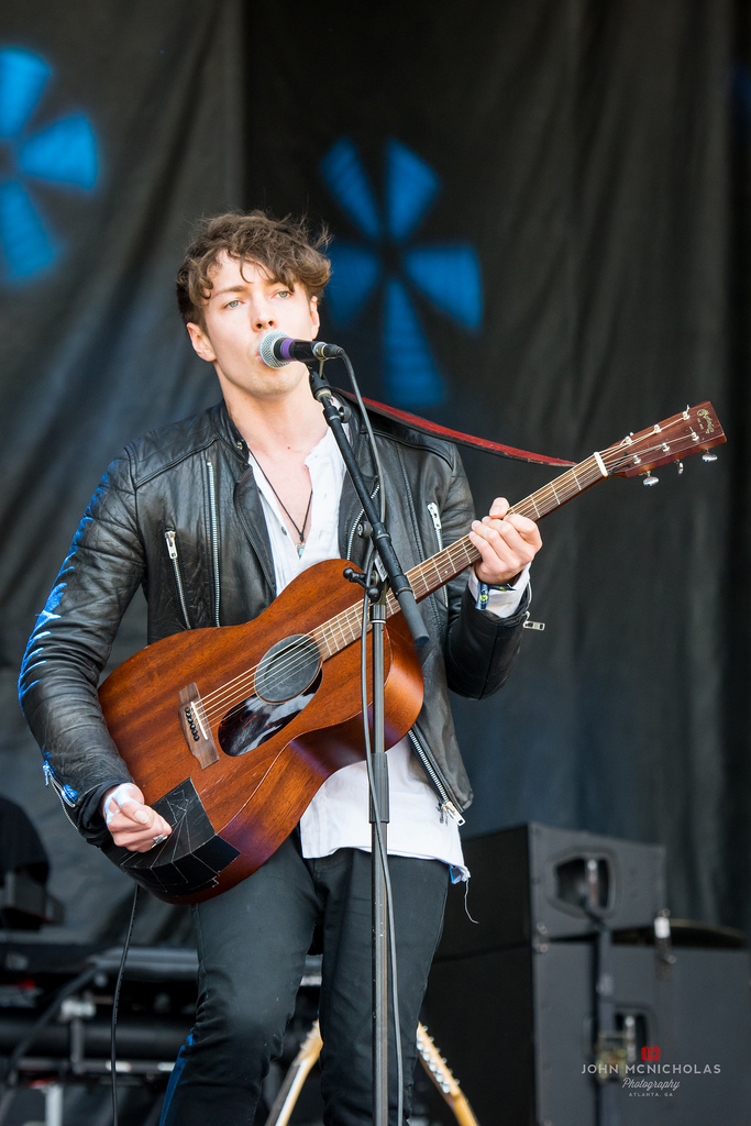 Barns Courtney_27568631730_l.jpg