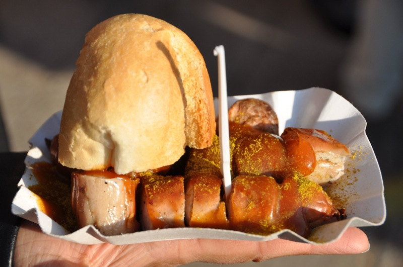 Grilled currywurst with bun