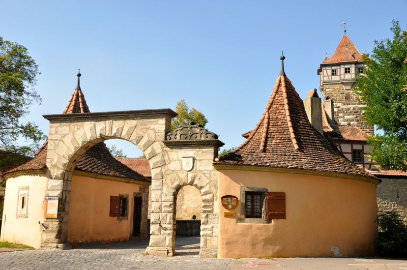 Entry to Rothenburg.jpg