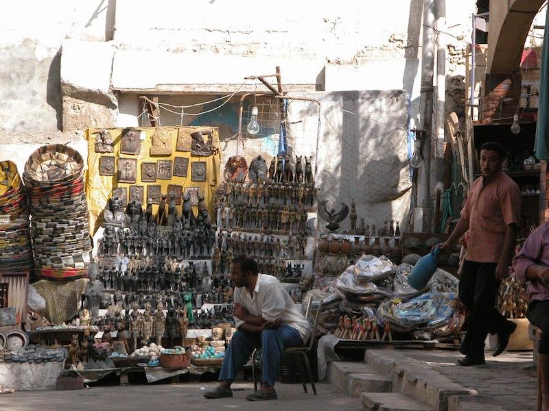 statues seller.jpg