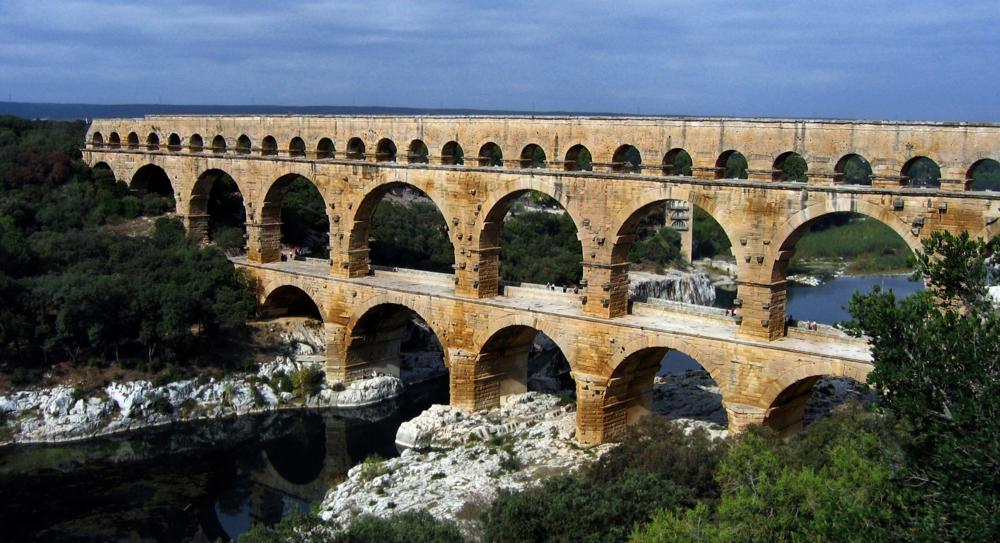Pont_du_Gard_Oct_2007.jpg