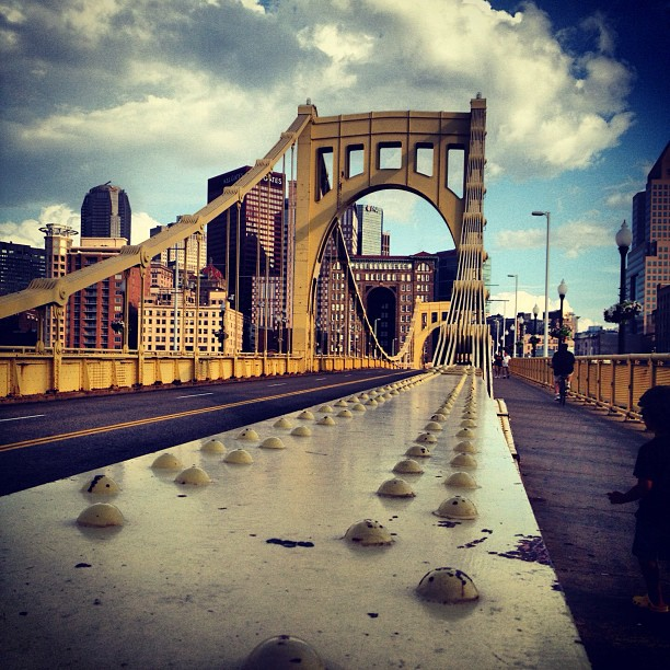 Roberto Clemente Bridge #pittsburgh #usa #pennsylvania #pa #downtown #instagood #iphonesia #instamood #instagramers #picoftheday #tweegram #instadaily #architecture #building #bridge (Taken with  Instagram  at Roberto Clemente Bridge)