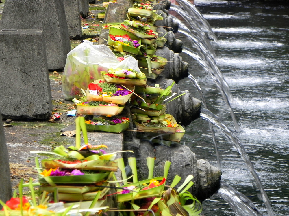 Offerings at Tirta Empul || Photograph: The Oloo Blog