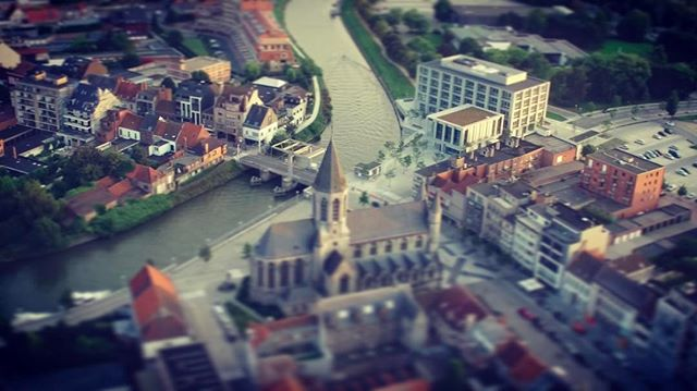 #TheLys, meandering through the center of the city of #Deinze, #Belgium #dji #djiinspire1 #inspire1 #dronestagram #dronesofinstagram #drones #aerialphotography #Leie