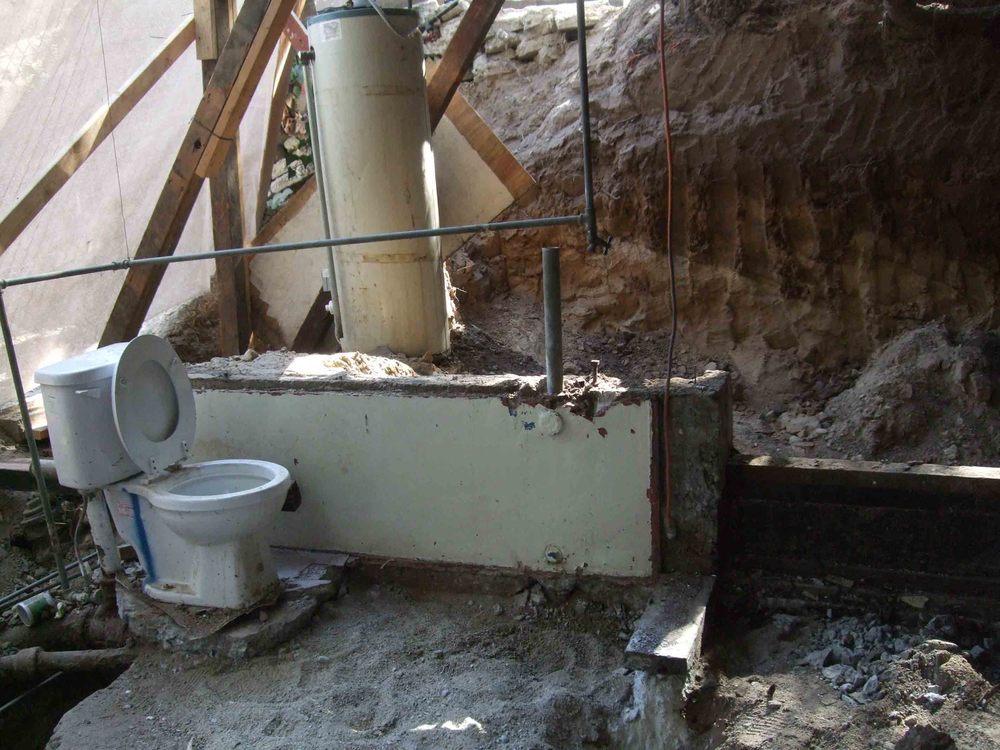 toilet downstairs.jpg