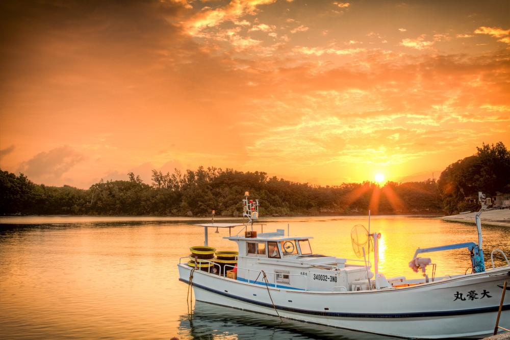 Sunrise+at+Yakena+Straits+Area-2090005674-O.jpg